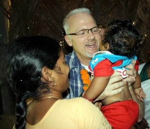 Pastor Kevin Praying For The Children In India